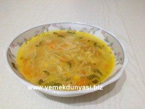 Şehriyeli-Tavuk-Çorbası-yemekdunyasi