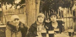 Átalakuló Törökország: a Bomonti Sörgyár kertjében sört iszogató nők egy korabeli felvételen