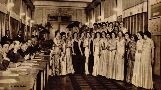 A zsűri előtt – Színházi Élet, 1932/33. szám